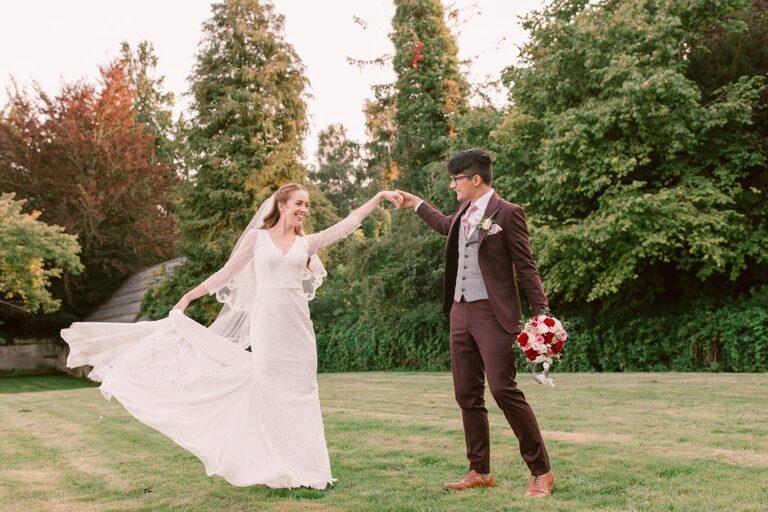 Micro weddings due to covid 19 couple dancing